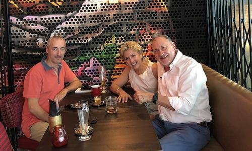 Con Antonia Caballero y Carlos Melero Restaurante Bang Cook Creando encuentros
