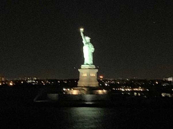 La estatua que nos despide...
